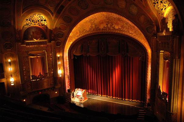 The wurlitzer at the alabama theatre for Open balcony in a theatre
