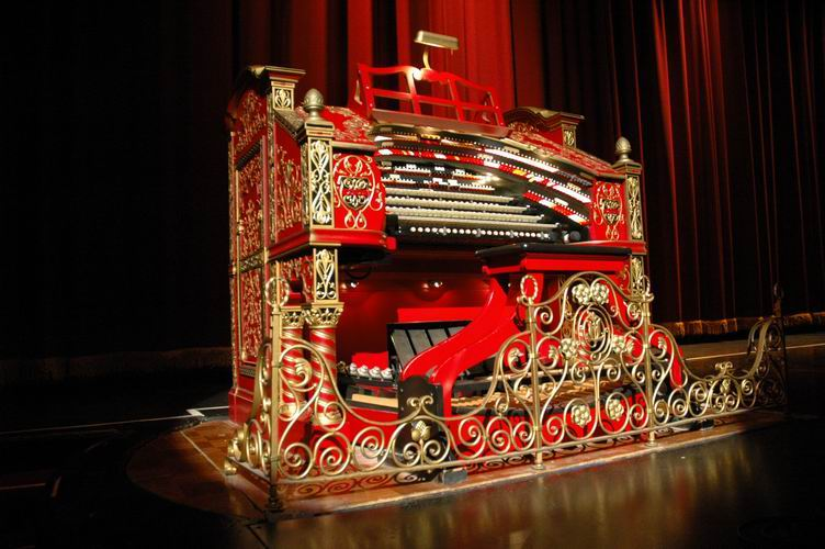 The console of the Alabama Theatre Wurlitzer Pipe Organ